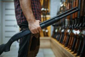 legal age to buy a gun